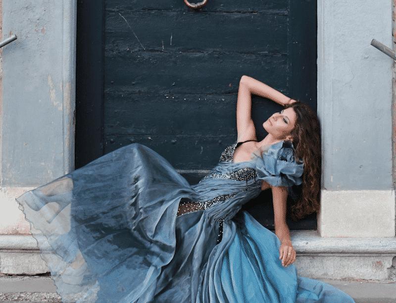 Laura Froio – Elegant & Charming Fashion Style by Maria Elena Fabi