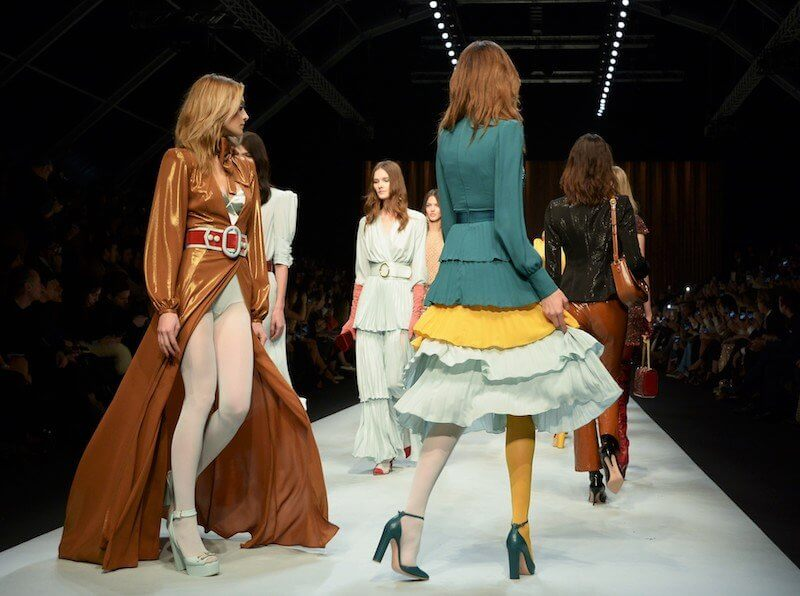 Elisabetta Franchi Back Stage is a Colour Explosion of the 70s by Maria Zota