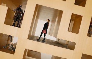 Versace Fall-Winter 2021   Fashion Show